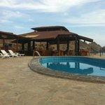 piscine et salle à diner