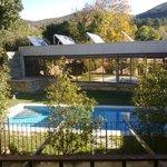 Vista desde la habitación de piscina exterior y spa