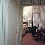 Pasillo con vestidor/cuarto de plancha