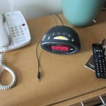 Zenith clock radio (Z1200B) has an ipod/mp3 cable