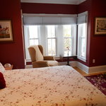 Luxury and Comfort in the Crimson Room
