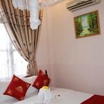 Nhi Nhi Hotel - Room 303 - double bed