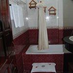 Nhi Nhi Hotel - Bathroom