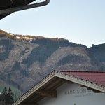 вид на горы из окна,  не очень