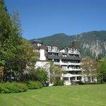 Отель на фоне гор