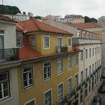 Вид с балкона номера на улицу Rua Pedras Negras