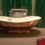 omg look at that bath
