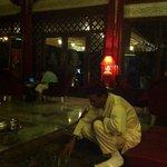 Ceremonia del te en el hall del hotel