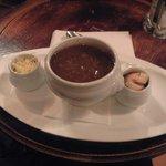 Sopa de cebola tradicional de Paris do Cafe Le Buci.