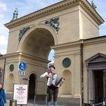 Hofgarten'den Odeonsplatz'a çıkış kapısı