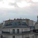 i tetti ed i camini dal balconcino dell'hotel