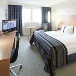 Queen-Bed Room (City View or Highfloor)