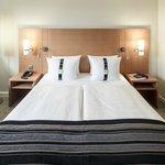 Queen-Bed Rooms (City-View or Highfloor)