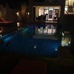 piscine nuit + entree de l'hotel