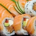 Sushi de excelente calidad, preparado en el momento.