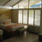 Zimmer mit Blickrichtung Balkon
