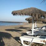 Пляж вблизи отеля