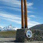 Ingreso al Parque Nacional los Glaciares, de fondo el Fitz Roy