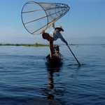 acrobaat op vissersboot