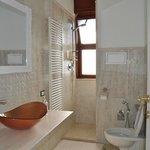 Elegante toilette della suite