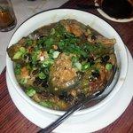 Groente gevuld met kipgehakt en zwarte bonensaus