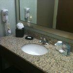Banheiro limpo e bem conservado