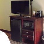 Room Amenities: 32' Flat Screen TV, Mini Frig, Microwave in all rooms