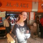 Devant l'un des restaurants Al Bake à New Friends Colony
