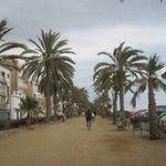 прогулочное место около пляжа