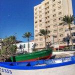 El hotel desde el puerto