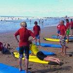 Cours de surf sur la Plage du Pavillon Royal, à 400 m