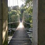 ...entrada al puente...se cruza el río....