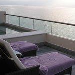 Private deck w/sitting pool