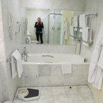 Soaking tub room 2