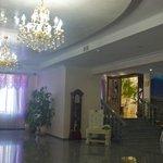 Kleopatra Hotel: dim-lit reception area