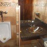 Salle de bain pour homme - 16 juillet 2013.