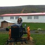 вот на таком тракторе пахали каменную целину совсем недавно