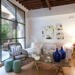400 m2 Showroom with beautiful courtyard