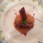 Sándwich de ternasco en salsa de galletas y almendras