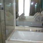 """""""окно"""" между ванной и комнатой"""