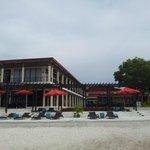 пляж и терраса ресторана