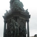 astatue of the late austrian queen