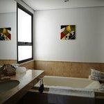 SdB avec baignoire jacuzzi et douche italienne