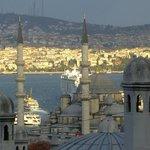 Вид с площадки на Yeni Eminonu Cami
