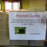 Aviso na recepção do Hotel