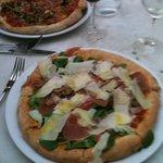 prosciutto crudo e rucola pizza a delight