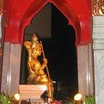 estatua que hay en la entrada