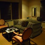 sala de estar de la suite