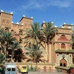 Hotel Palais Asmaa , visto dalla strada di accesso.