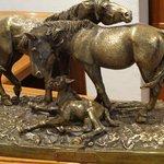 Obra escultórica ubicada en la recepción.